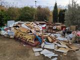Limpiezas de terrenos escombros muebles  - foto