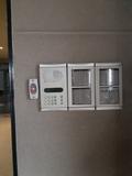 Puertas de garaje, cámaras de seguridad - foto