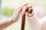 Cuidadora de mujer mayor - foto
