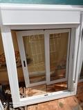 Ventana aluminio con persiana - foto