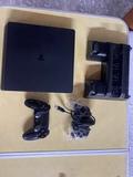 PS4 slim 1TB - foto