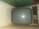 Se vende television - foto