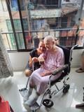 Mujer ofrece cuidar personas en casa - foto