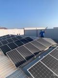 limpieza techo de naves y placas solares - foto