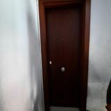 Montador de puertas de paso y entrada  - foto