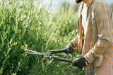 Jardinero. Mantenimiento y Desbroces. - foto