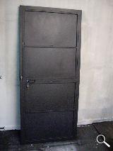 Puerta de hierro nueva - foto