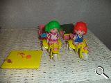 pin y pon triciclo con remoque y tenis - foto