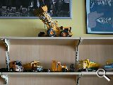 Juguetes..camiones y coches antiguos - foto
